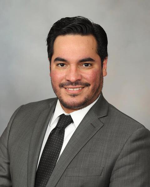 Dr. Roberto Leon-Ferre