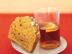 Pumpkin-hazelnut tea cake