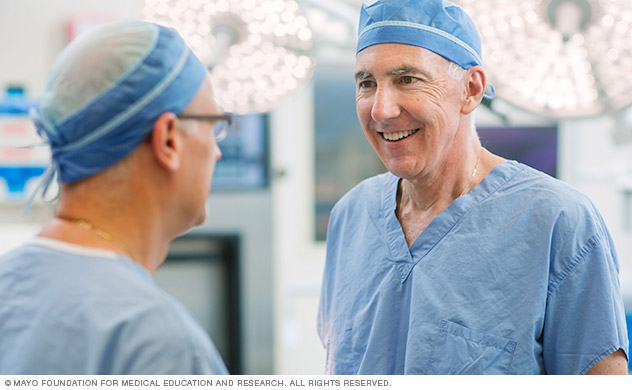 Cardiac surgeons communicate and work together to treat people at Mayo Clinic.