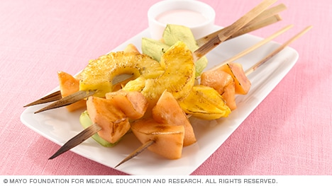 Photo showing broiled fruit kebabs