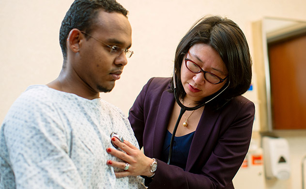 A doctor examines a patient at Mayo Clinic.
