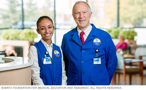 Mayo Clinic volunteers in emergency department