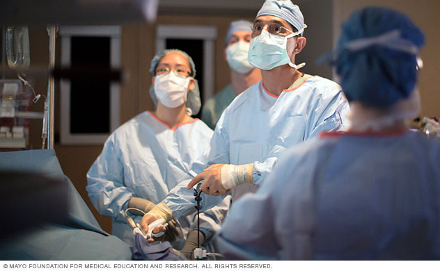 Kidney transplant surgeons use advanced techniques.