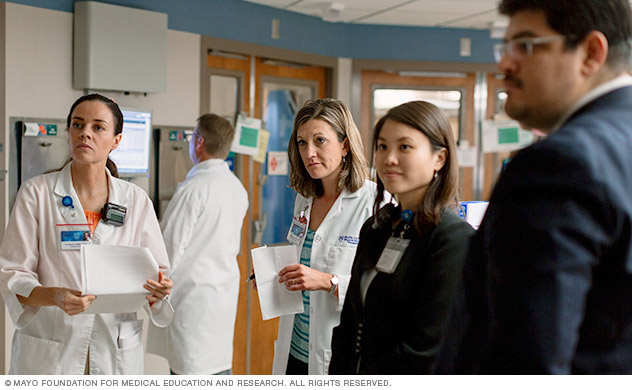 Image of Mayo Clinic specialist working together