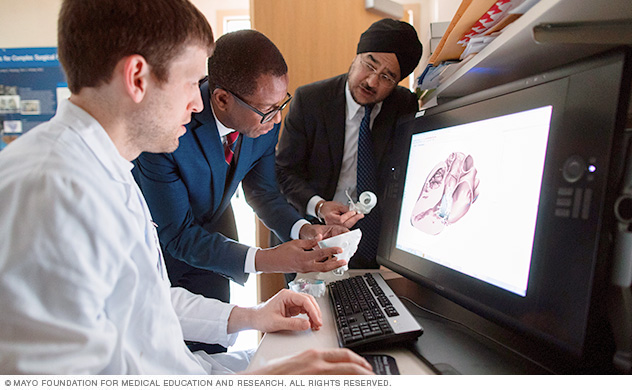 A team of doctors discusses 3D printing